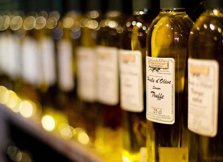 Das richtige Öl für den Hund: Was bringen Olivenöl & Co.?